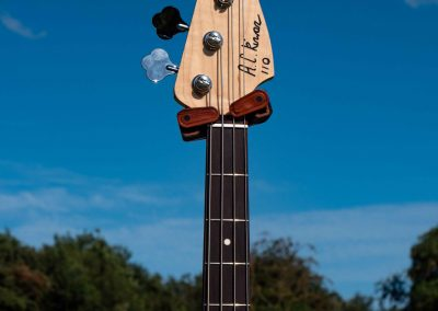 custom-carved-guitars-small-1033197