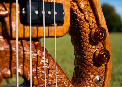 custom-carved-guitars-small-1033233