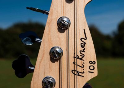 custom-carved-guitars-small-1033261